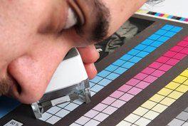 Überprüfung der Farbfelder in der Riegelnik GesmbH in Wien